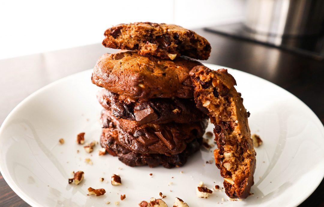 Cookies au beurre de cacahuètes, noix de pécan et pépites de chocolat